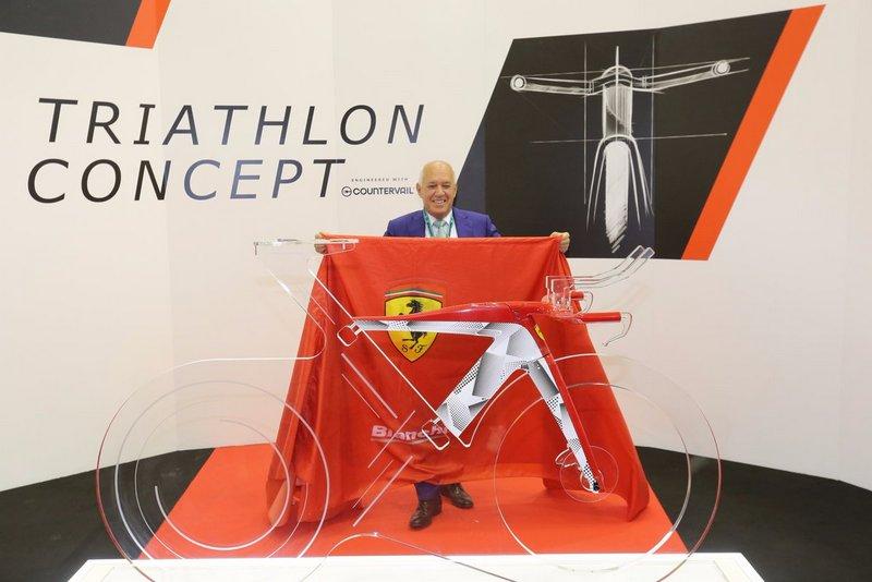 ビアンキとフェラーリとのコラボバイク「Bianchi for Scuderia Ferrari SF01」