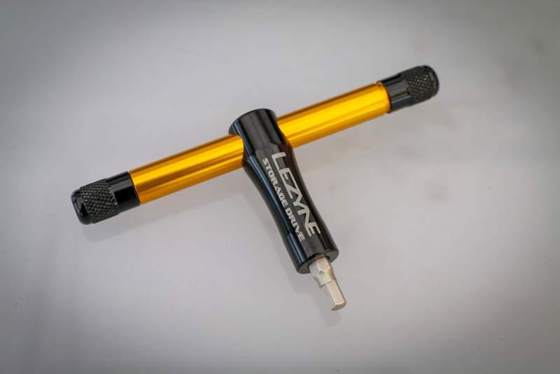 ロードバイクのおすすめ工具、ポンプ、ライトなど