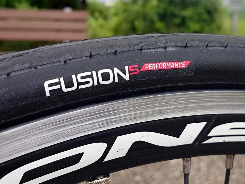 ロードバイクタイヤ、Hutchinson Fusion5.