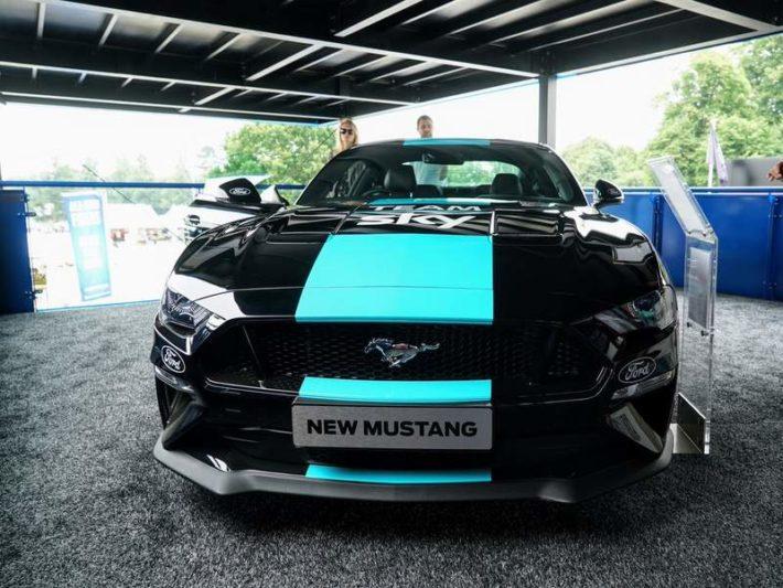 フォードマスタングとチームSky