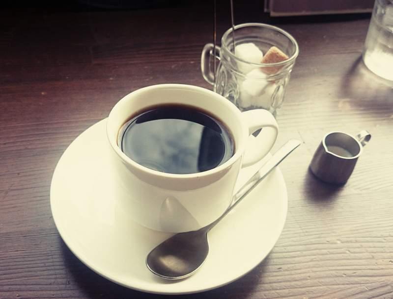 カフェ「ミモザガーデン」