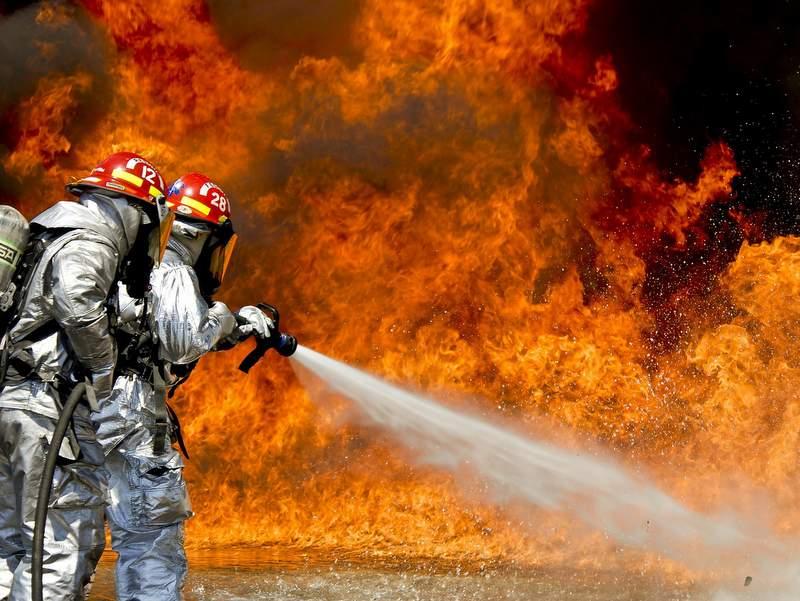 【衝撃】ピナレロのドグマF8の電動バッテリーが発火し、フレームが炎上!【3メートルの炎】