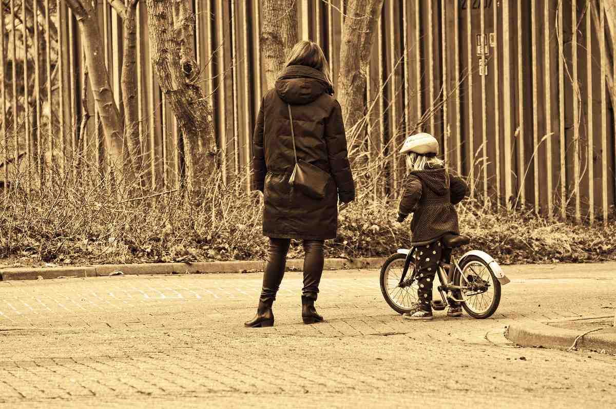 初めて子供に補助輪なしの自転車の乗り方を教える方法。そのポイントは?