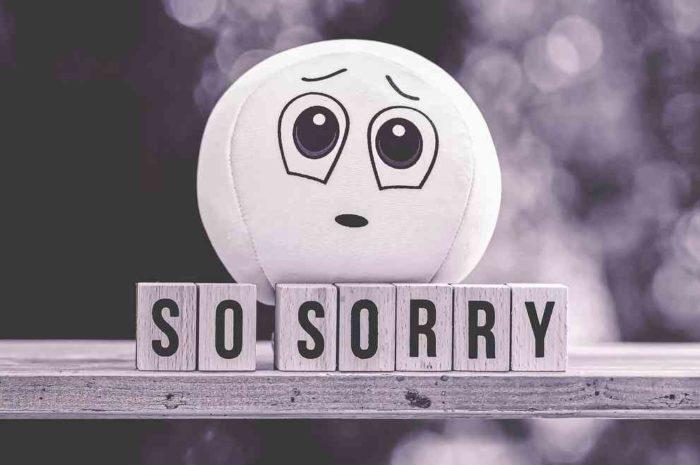 差別的表現を使ったクイン・シモンズが謝罪へ