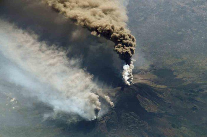 来年のジロは火山の火口を走る??