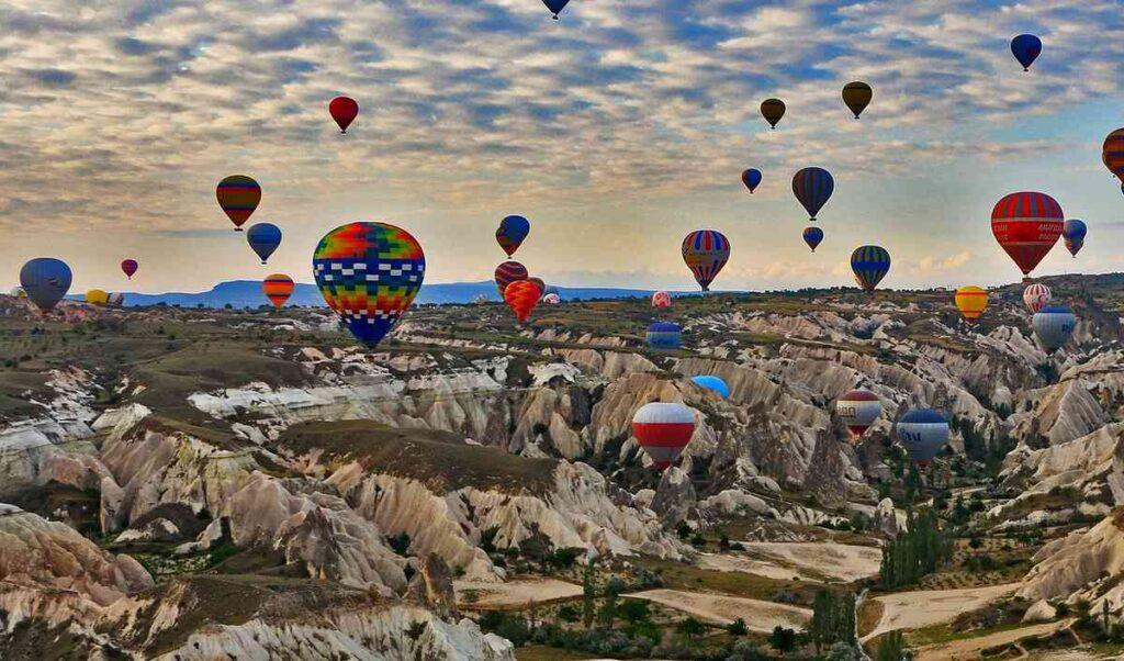トルコのカッパドキアと気球