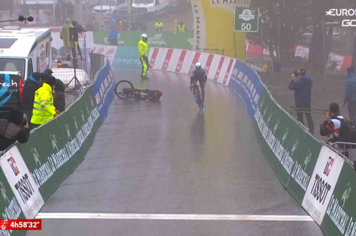 なぜゲラント・トーマスは落車したのか?昨夜のツール・ド・ロマンディ第4ステージのゴール前で何が起こったのか?